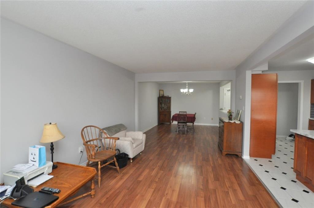 61-3050 Pinemeadow Drive - Living Room