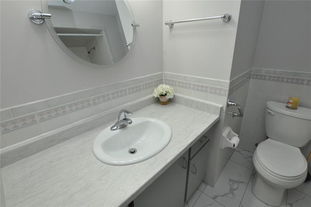 61-3050 Pinemeadow Drive - Bathroom