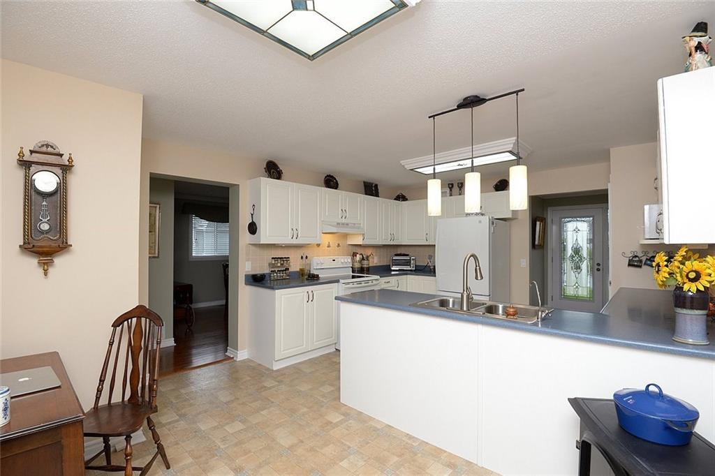 117 Kilroot Place - Kitchen