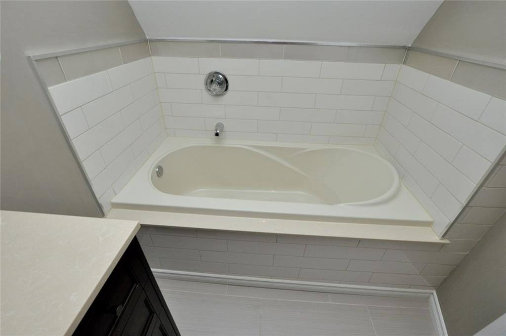 57 Fullerton Avenue - 3-Piece Bathroom Soaker Tub