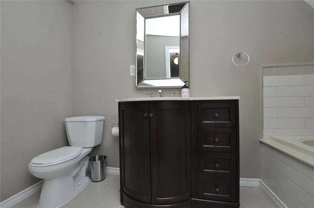 57 Fullerton Avenue - 3-Piece Bathroom