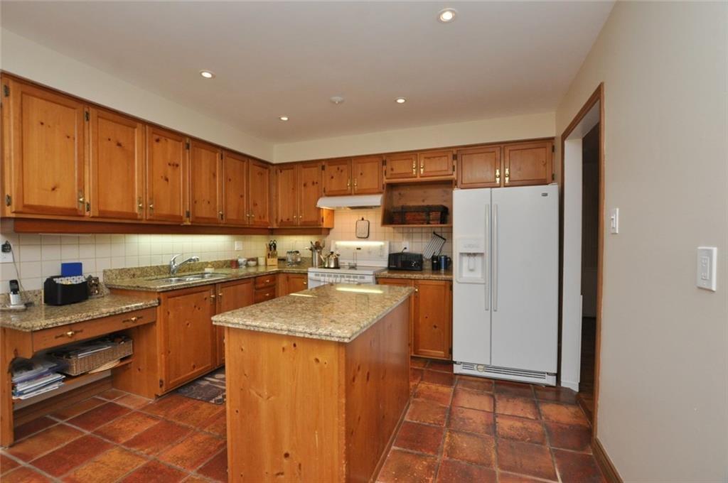 241 Lloyminn Avenue - Kitchen