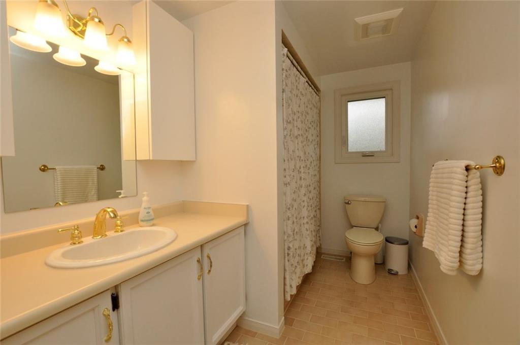 241 Lloyminn Avenue - 4 Piece Main Bathroom